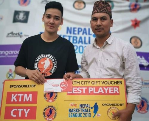 Allana May Lim (L) of ISO Kites was declared player of the match