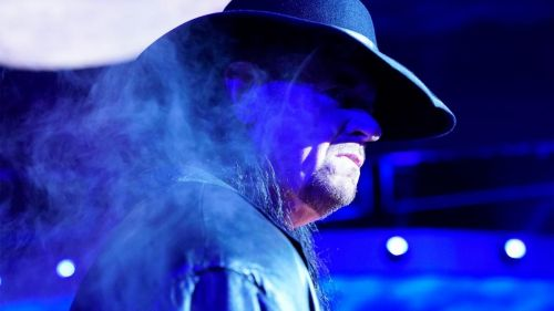 Isn't this a really cool picture of The Undertaker?
