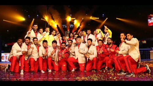 सीजन छह का खिताब जीतने के बाद बेंगलुरु की टीम