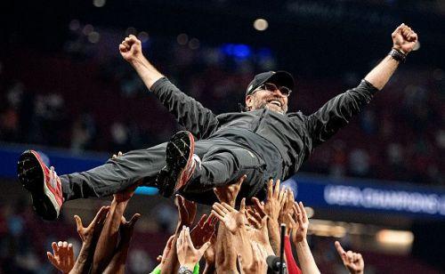 Liverpool celebrate Jurgen Klopp after UEFA Champions League Final