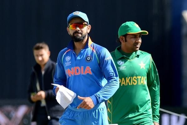 Virat Kohli and Sarfaraz Ahmed