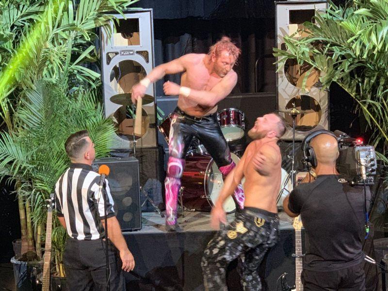 मैच के बाद कैनी ओमेगा ने किया जॉन मोक्सली पर अटैक