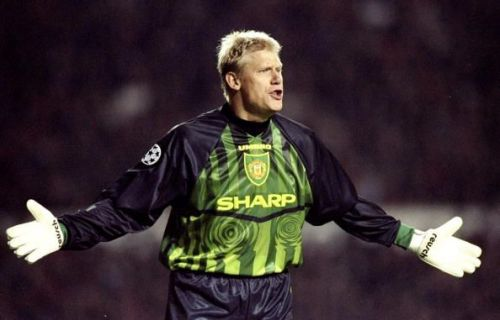 Manchester United goalkeeper Peter Schmeichel