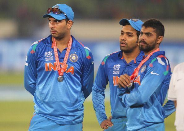 2014 वर्ल्ड टी20 फाइनल में हार मिलने के बाद युवराज सिंह, रोहित शर्मा और रविंद्र जडेजा