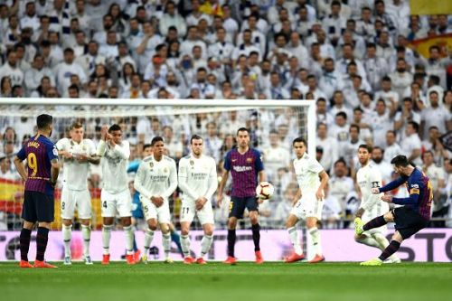 Lionel Messi taking a free kick against Real Madrid