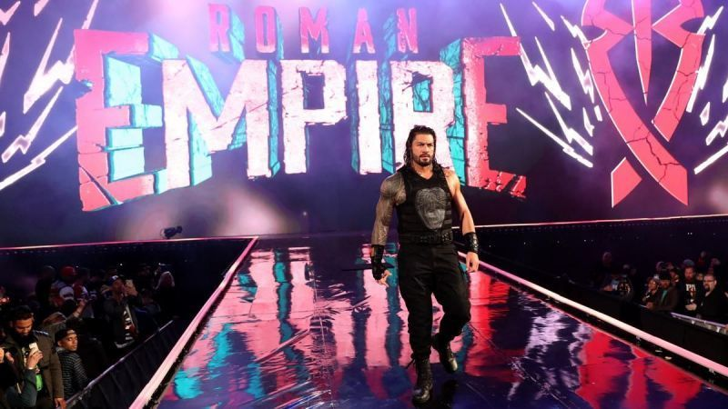 रोमन रेंस मैच के लिए एंट्री करते हुए