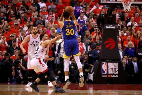 The Warriors beat the Raptors in Toronto