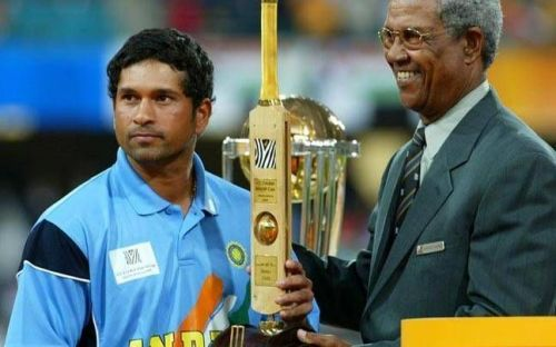 Sachin accepts the award from the legendary Gary Sobers