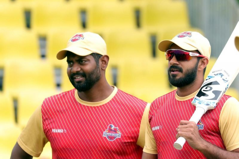 Vijay Shankar (R) is seen during practice ahead of the Chepauk Super Gillies match against the Ruby Trichy Warriors