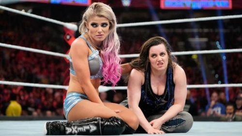 WWE ने इन दो फीमेल सुपरस्टार्स के बारे में क्या सोच रखा है?
