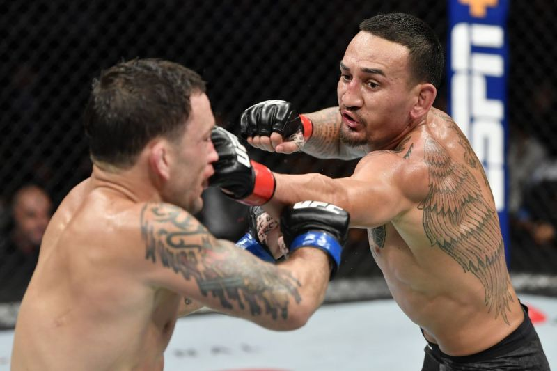 Max Holloway successfully defended his Featherweight crown against Frankie Edgar last night