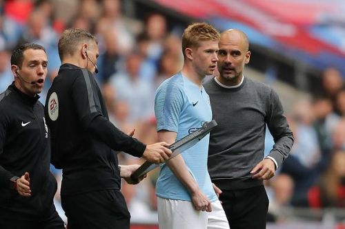 Pep Guardiola dishes out instructions to Kevin De Bruyne