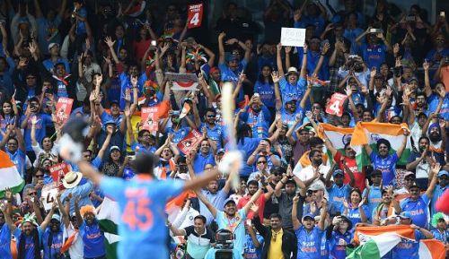 भारत बनाम श्रीलंका मुकाबले के दौरान दर्शकों का उत्साह चरम पर था