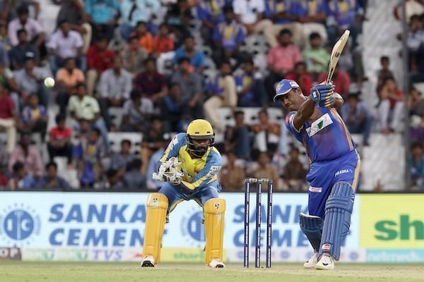 Nathan.SP of Tuti Patriots waged a lone battle of 38 runs off 30 balls against Dindigul Dragons