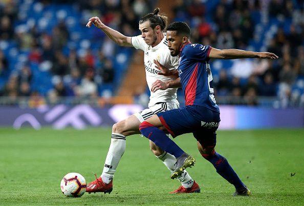 Gareth Bale in action against SD Huesca - La Liga 2017-18