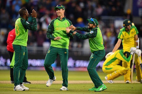 ऑस्ट्रेलिया को हराने के बाद खुशी मनाते अफ्रीकी खिलाड़ी
