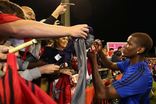 Manchester United players meet with fans.