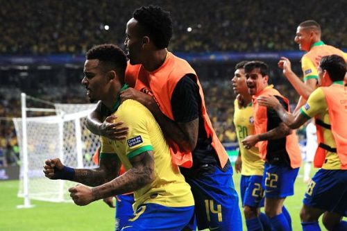 Brazil advance to face either of Chile or Peru in the finals at Maracana