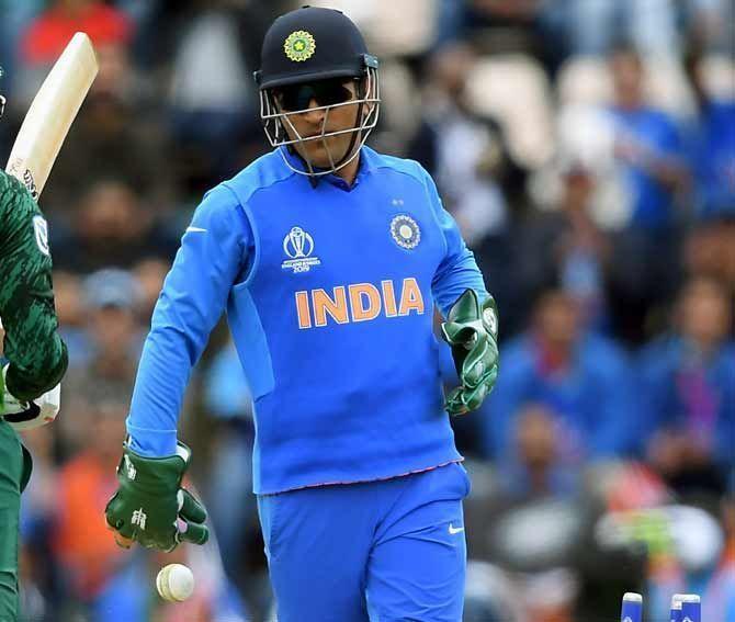 बल्ले के साथ ही विकेट के पीछे भी इस वर्ल्ड कप में धोनी का प्रदर्शन निराशाजनक रहा है