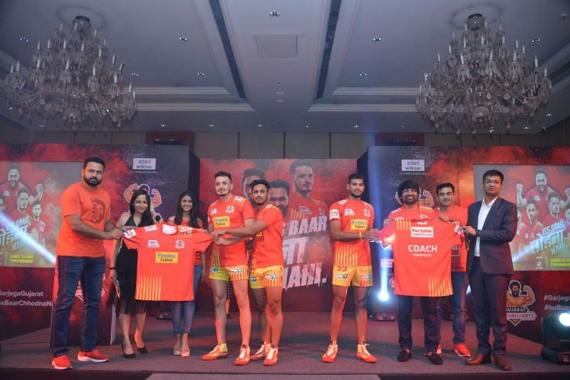 Team GFG along with Mr Sanjay Adesara, CEO of Gujarat Fortune Giants unveiling the Jersey for PKL Season 7