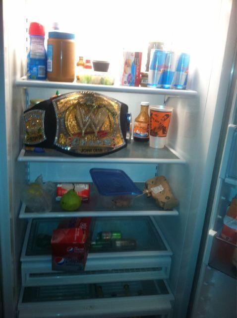 WWE टाइटल फ्रिज के अंदर