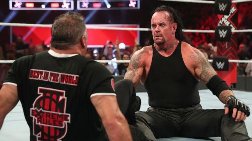 Undertaker scares Shane McMahon with the sit-up at Extreme Rules
