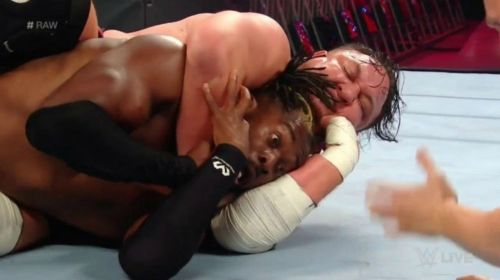 Kofi Kingston passed out while in the Coquina Clutch on Raw