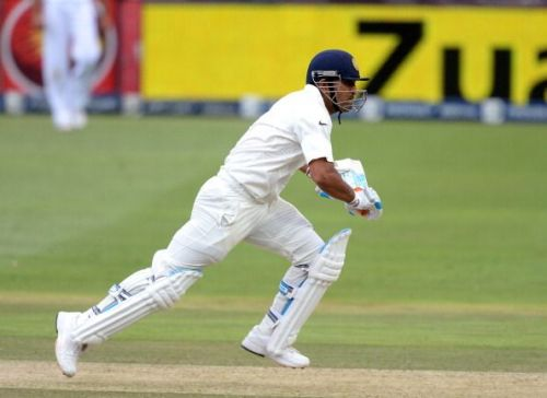 धोनी ने टेस्ट क्रिकेट में एक दोहरा शतक जड़ा है