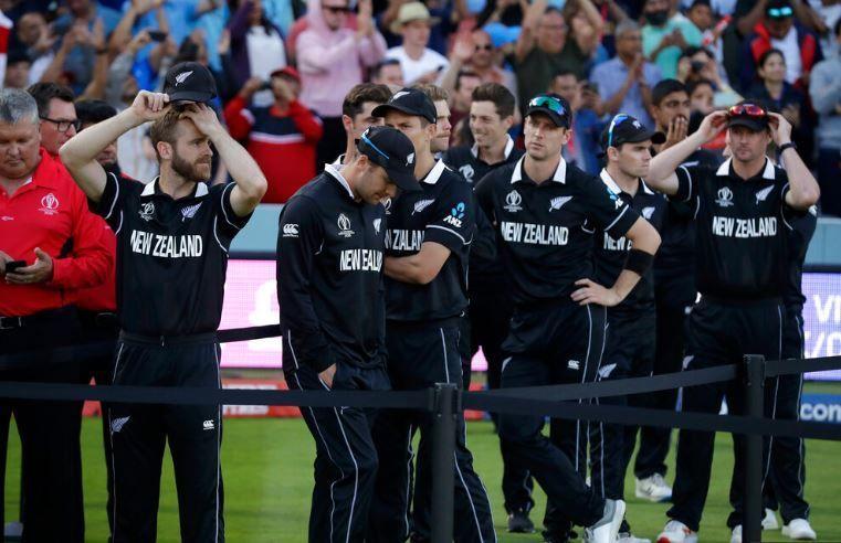 वर्ल्डकप फाइनल में हार के बाद निराश कीवी टीम