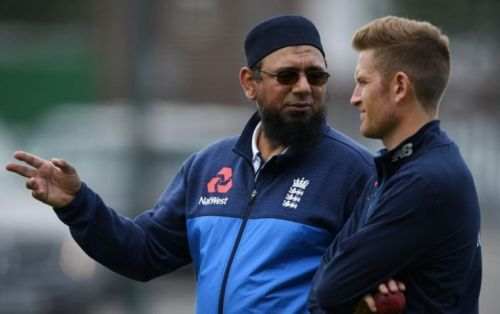इंग्लैंड के खिलाड़ियों को प्रशिक्षित करते सकलैन मुश्ताक