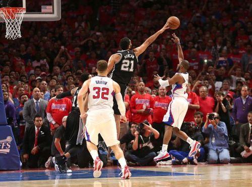 Tim Duncan attempts a block