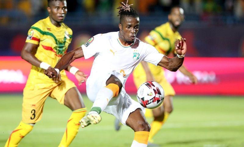 Wilfried Zaha puts the ball beyond the Malian goalie