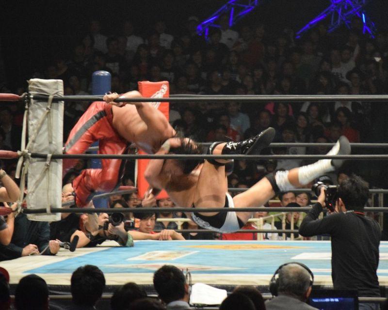 Karl Anderson hitting the Gun Stun on Shinsuke Nakamura
