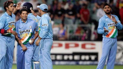 गेंदबाजी के दौरान सचिन vs दक्षिण अफ्रीका 2006