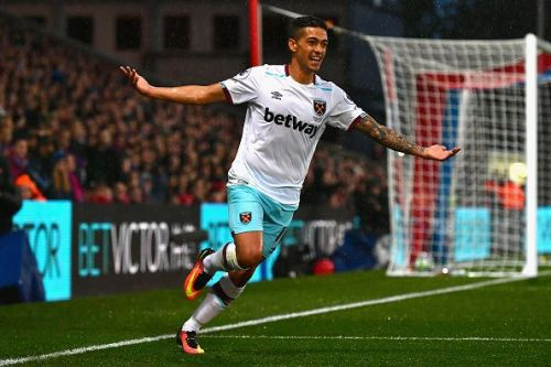 Manuel Lanzini is close to extending his West Ham contract.