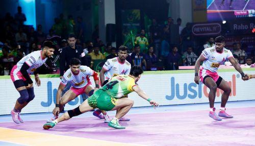 पटना पाइरेट्स vsजयपुर पिंक पैंथर्स