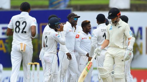 अकिला धनंजय ने झटके 5 विकेट