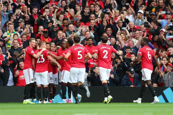 Manchester United thumped Chelsea 4-0 on Sunday