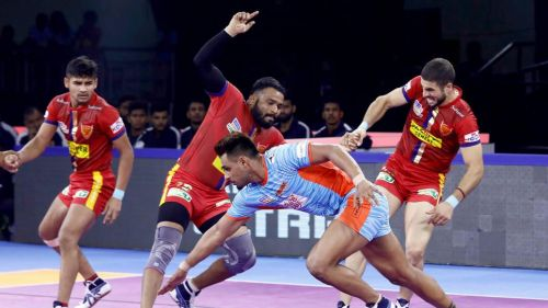 Can Maninder guide Bengal to the top of the table? (Image Courtesy: Pro Kabaddi)