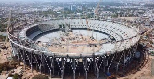मोटेरा स्टेडियम का कार्य प्रगति पर है
