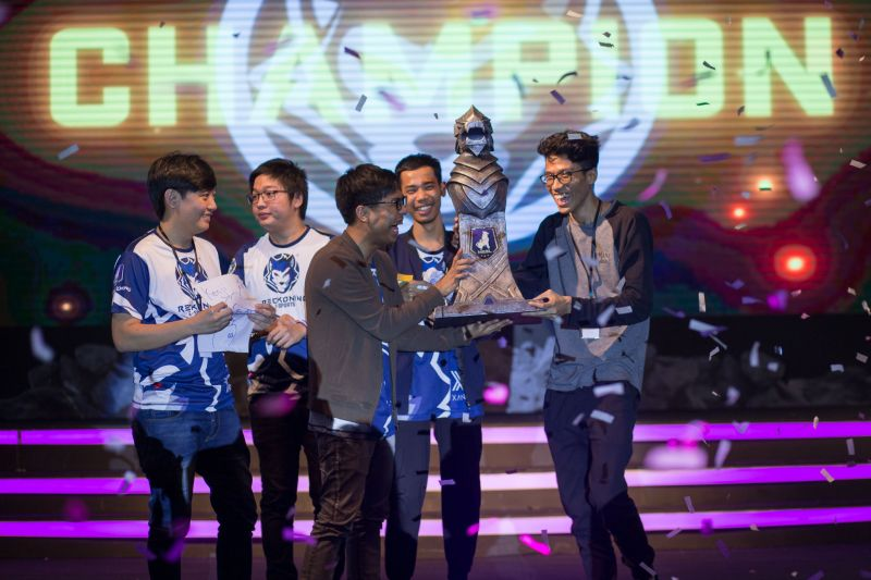 Team Reckoning receiving their trophy (Image courtesy: Thet Ko Aung @Artcircle Photography)