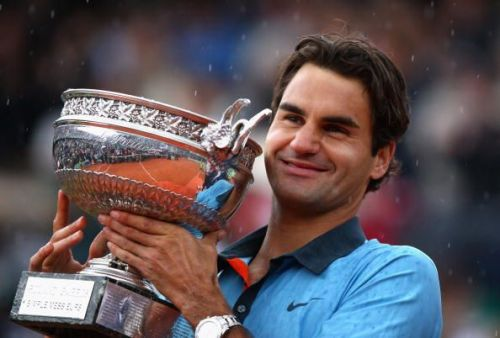 Federer hoists aloft his 15th Grand Slam title and first at the French Open in 2009