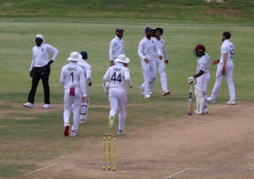 भारत और वेस्टइंडीज ए के खिलाड़ी