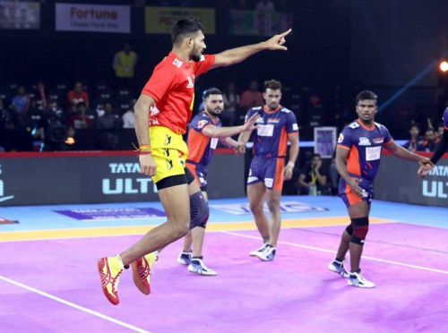 Bengal Warriors clinched the victory over the home team, Gujarat Fortune Giants