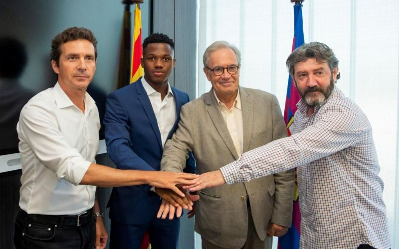 Fati signed a contract extension with Barcelona