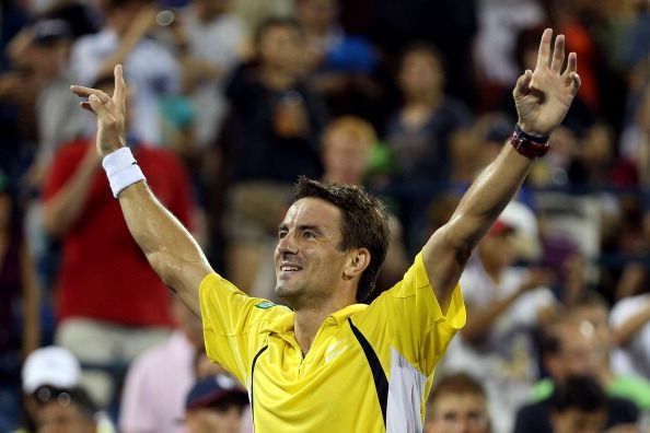 Robredo exults after beating Federer for the first time in 12 career meetings