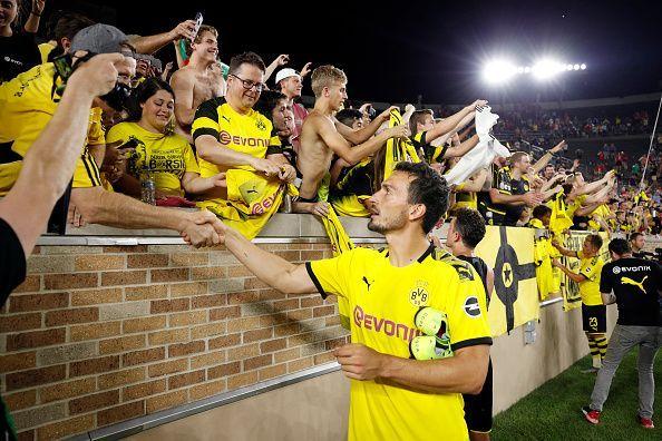 Mats Hummels has returned to Borussia Dortmund and will slot right into the starting XI alongside Akanji