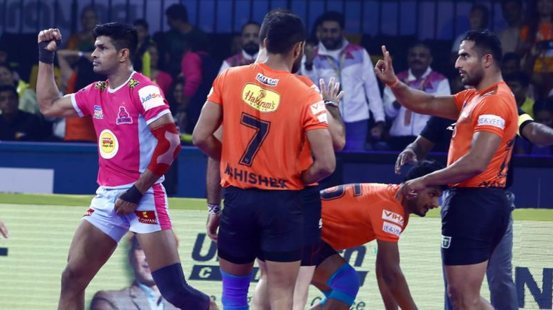 Who will come up trumps in this epic clash? (Image Courtesy: Pro Kabaddi)