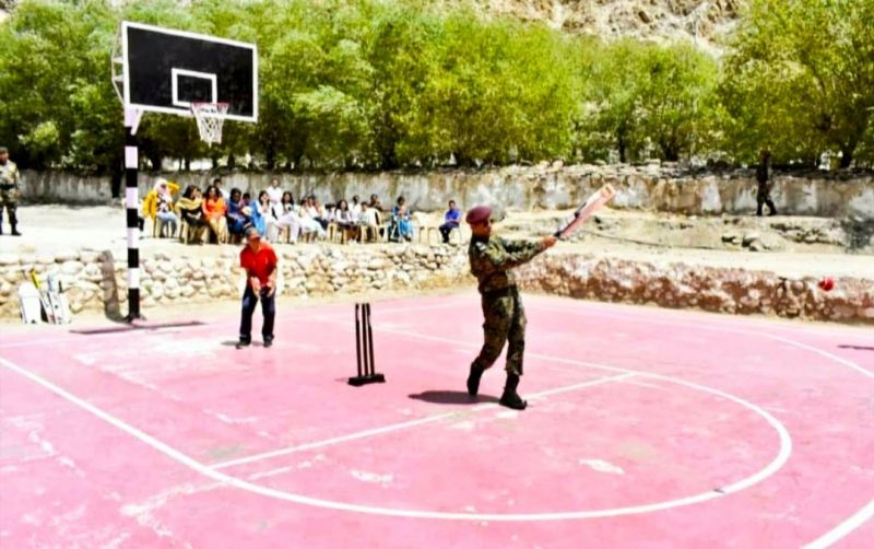 MS Dhoni Plays Cricket With Kids In Leh Jammu and Kashmir, the Picture Goes Viral in social media