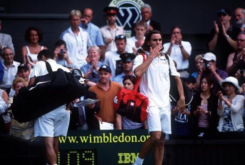 19-year-old Federer upsets seven-time champion Sampras in the fourth round of 2001 Wimbledon
